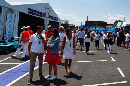 An inclusive environment welcomes visitors from all over the world into the racing ambience. Photo:FE